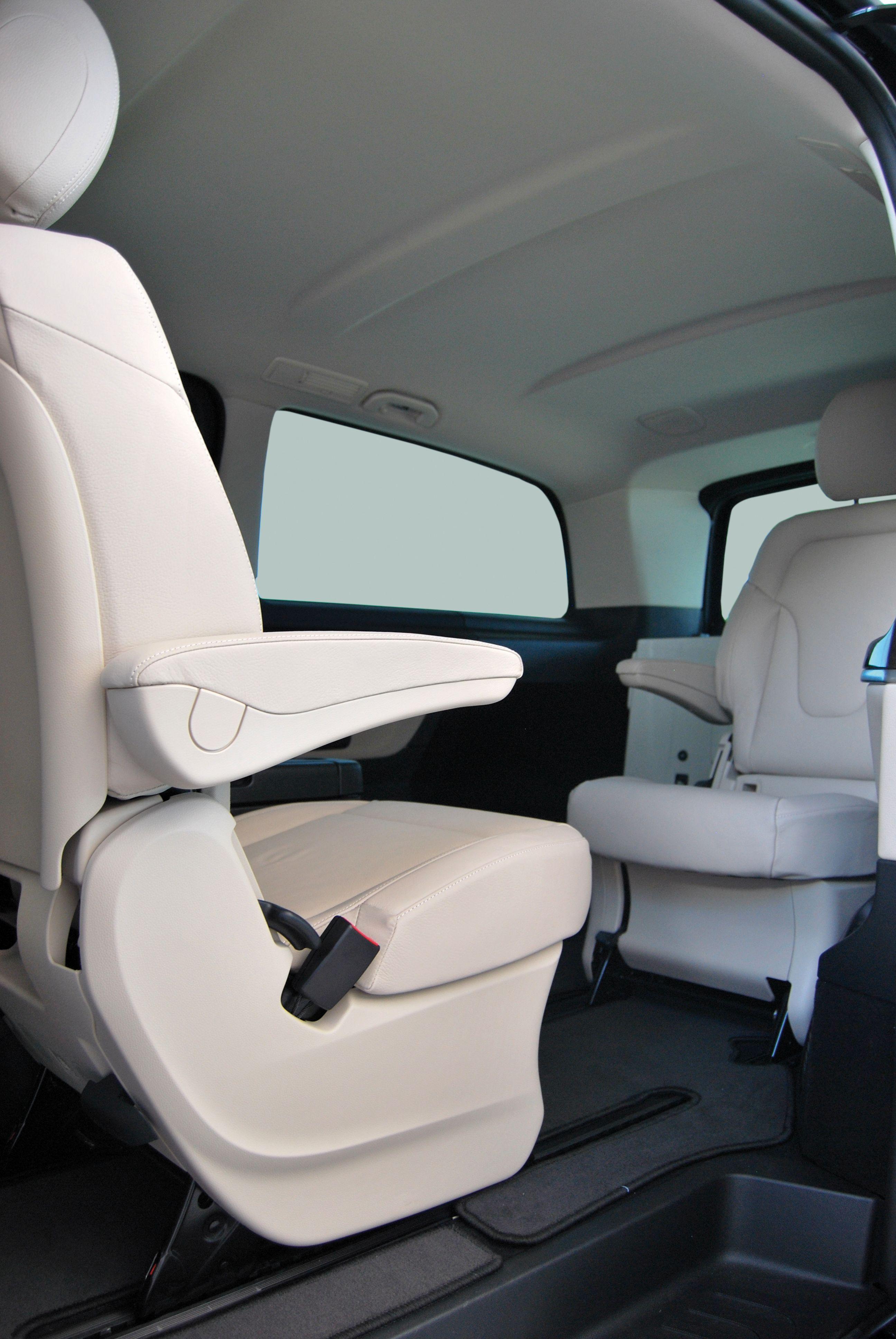 V-Class-Extra-Long-Interior-4