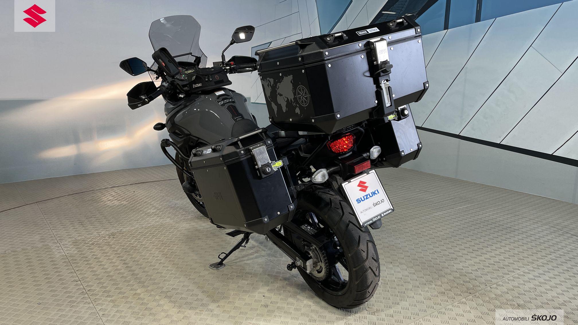 Suzuki_Škojo_8