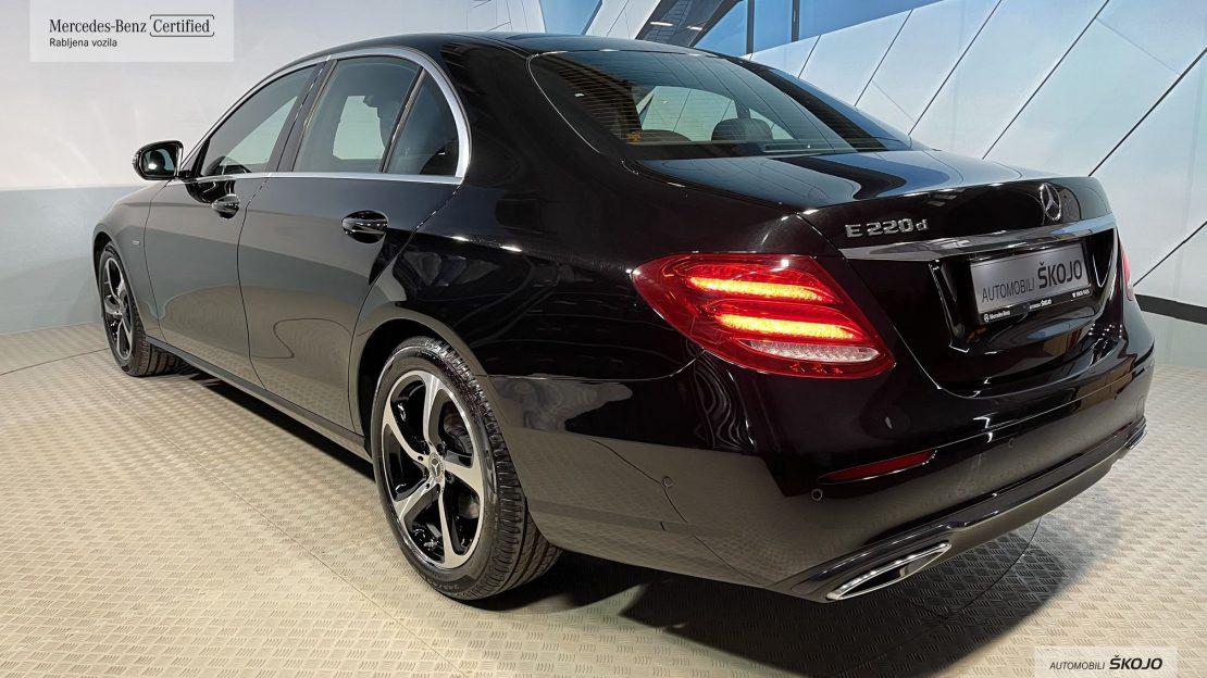 Mercedes-Benz_Škojo_8