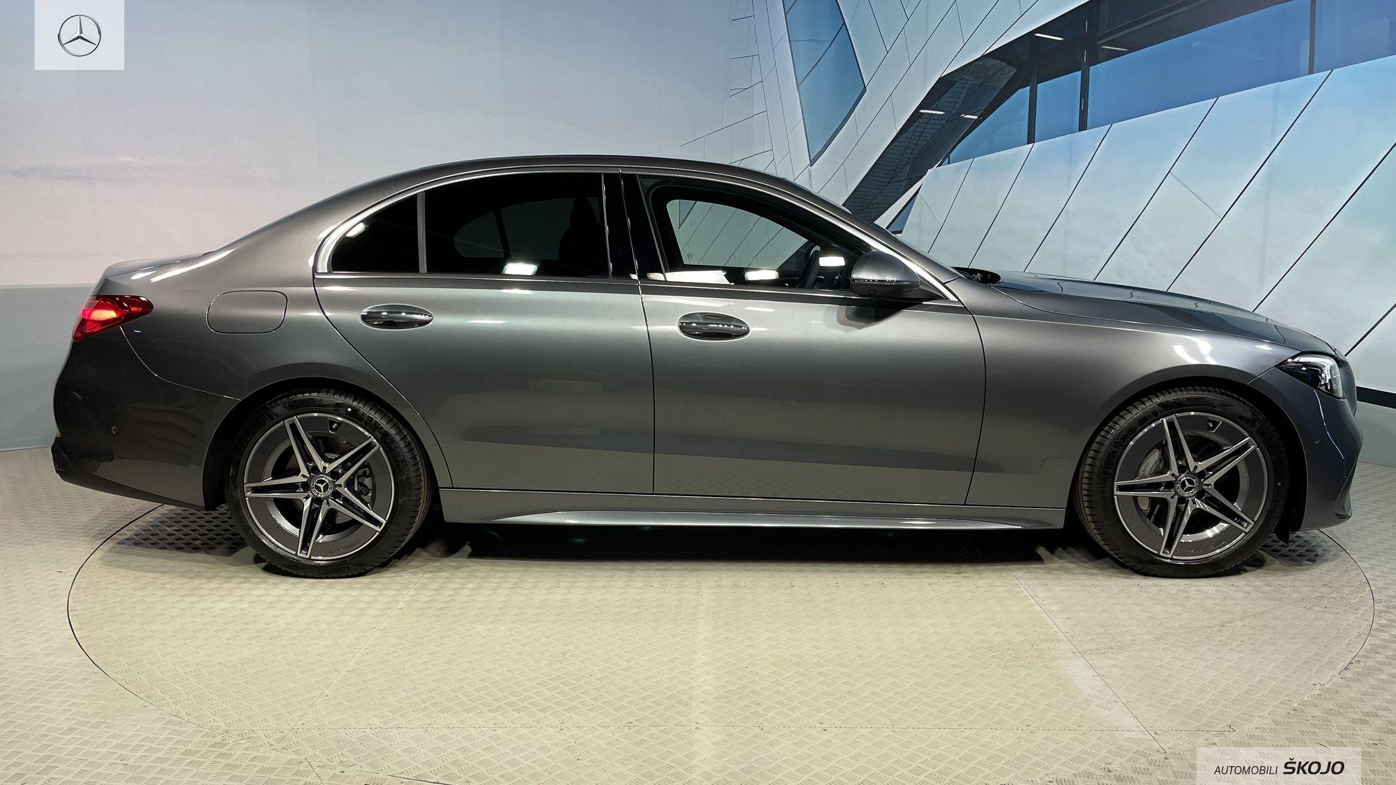 Mercedes-Benz_Škojo_3