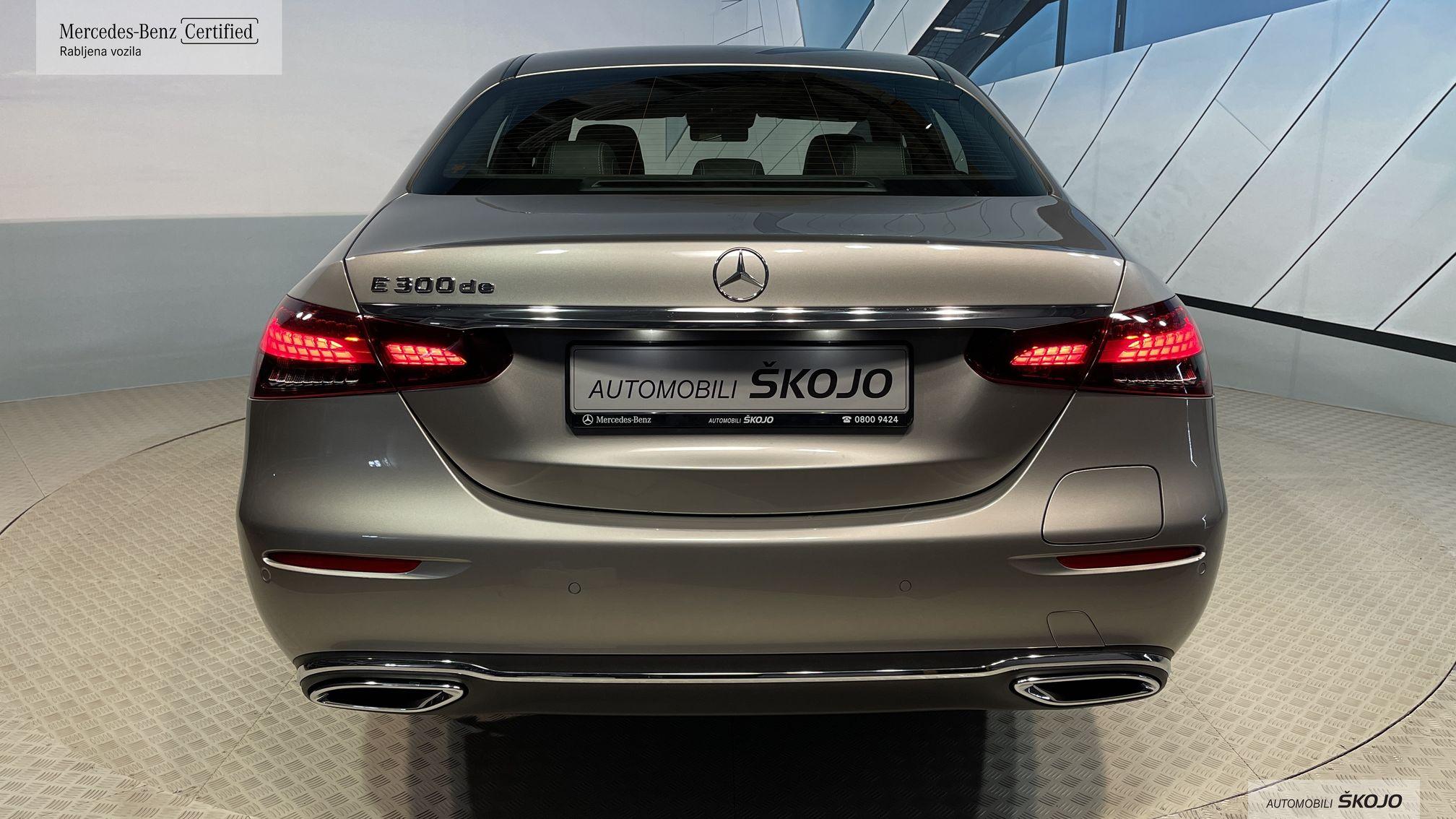 Mercedes-Benz_Škojo_9